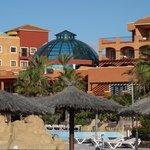 hotel od strony basenów