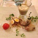 Caillette de Canard, Fond d'Artichauts Cuit au Jus Purée de Chou-fleur, Emulsion persillade