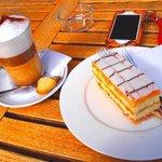ケーキ、カフェマキアートも美味しい