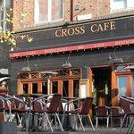 Cross Cafe & Restaurant en skøn sommermorgen.