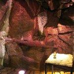 Природная инсталляция с фонтанчиком в холле