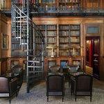 Le bar-bibliothèque du Saint James Paris, Relais & Châteaux