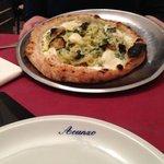 Pizza con pasta e zucchine