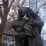 burg - statua innamorati