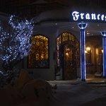 La bellissima entrata, suggestiva con la neve!