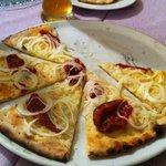 Focaccia cipolle e pomodorini semi secchi