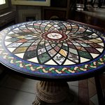 Mesa com tampo de mosaico