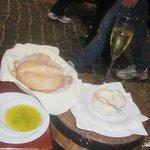 Melhor queijo, melhor azeite (com flor de sal) e pão... huuummm...