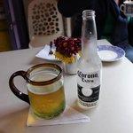 in het café
