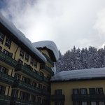 Uno scorcio del magnifico Grand Hotel Misurina sommerso dalle abbondanti nevicate