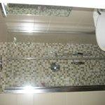Badezimmer - Blick auf Dusche