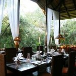Dining and sitting area at Maqueda Lodge