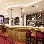 Bar & Restaurant (90175779)