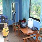 Две кровати, кресла, зеркало и все что нужно