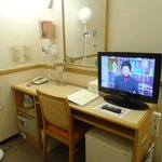 客室内(机とテレビ)