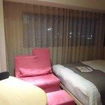 部屋(ベッドとおしゃれな机)