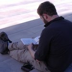 viaggiatore artista all'opera al Registan a Samarcanda