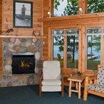 4 bedroom cabin lining area