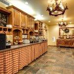 Bavarian Lodge breakfast area