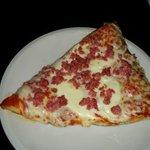 Trancio di pizza con salsiccia DOP