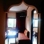 Na entrada do apartamento, vista da sala.