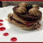 Millefoglie di cioccolato nero con mousse di gianduia