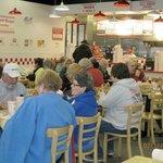 Foto de Five Guys Burgers & Fries