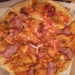 Chicken bacon medium pizza 250krona