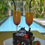 Welcome Drinks & Honeymoon Cake
