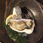 Single sweet oyster, ¥400.
