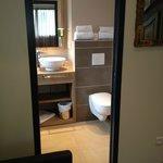 Chambre 34 rénovée : salle de bains, détails