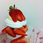 Meringue Nest with Fresh Strawberries and Clotted Cream