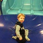 Et stk. meget glad dreng på 3 år