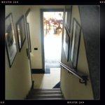 scala interna dalle camere alla sala colazione