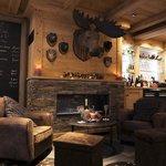 le strato lounge bar