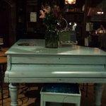 Piano compondo o salão. Detalhes que dão charme ao local.