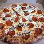 Pizza de Pepperoni com Mushroom fresco !!!! Delícia !!!!