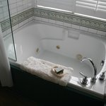 Suite #7 Jetted tub for 2