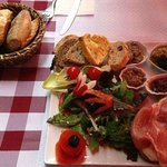 Lunch in Roussillon