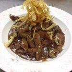 Lambs liver with red onion & vegetable crisps