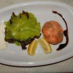 Monedero de Salmon ahumado, relleno con palta y camarones