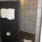 Villa Mot Mot Bathroom