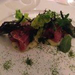 Thunfisch (roh) auf Kartoffelstock