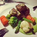 Juicy veal with green pea purée!