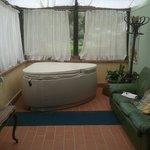 Veranda con vasca idromassaggio collegata alla camera!
