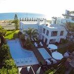 Vista aérea piscina y sector Executive Suites