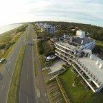 Rambla frente al hotel y a la playa