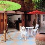 Acceuil avec salon, terrasse et jardin