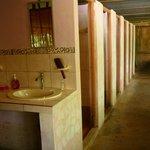 ARC Baños Compartidos: Lavamanos pasillo ducha y baño