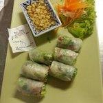 16 popia soad oder winterrolle Reisblaetter gerollt mit Thaikraeuter,  frischem  Salat.,reisnude